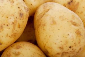 Szpitalna dieta: ziemniaki z chlebem i kefirem