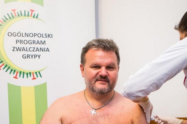 Grypa: Sanepid się szczepi