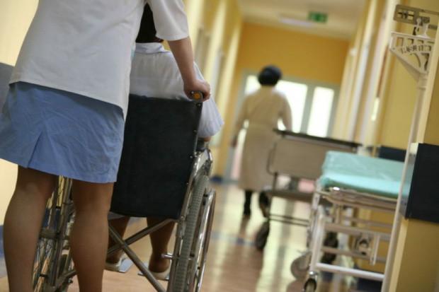 MZ: projekt dot. pielęgniarek i położnych w lecznictwie szpitalnym