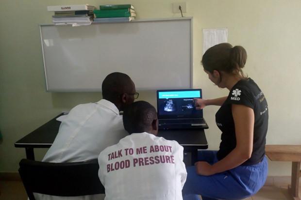 """Projekt """"Leczymy z misją"""". Studenci medycyny i lekarze - wolontariusze - mile widziani"""
