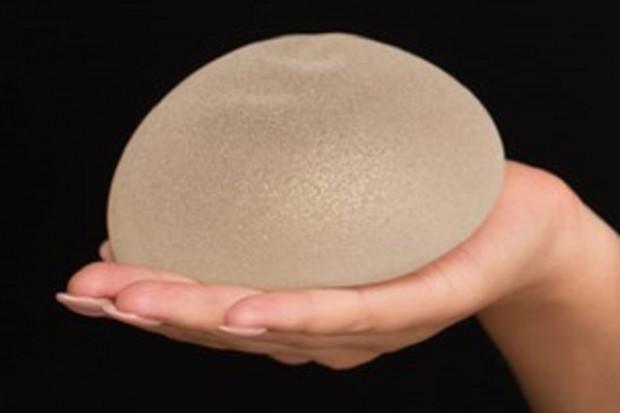 Skutki uboczne silikonowych implantów piersi. Kolejne badanie