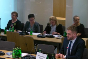 Korpus kontrolerski NFZ - posłowie komisji zdrowia procedują projekt