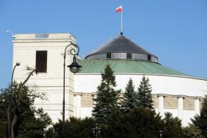 """Sejm uchwalił nowelę """"naprawczą"""". Dodatki covidowe nie dla wszystkich"""