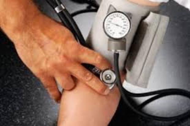 NFZ zachęca do regularnego mierzenia ciśnienia
