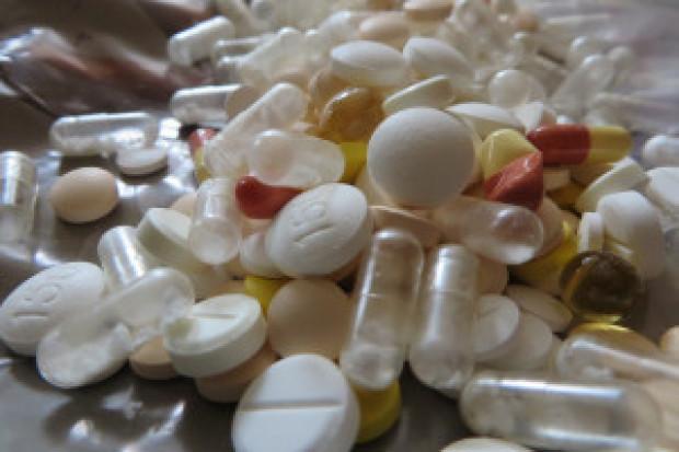 Polacy a nadmierne spożywanie leków: łatwo wpaść w błędne koło