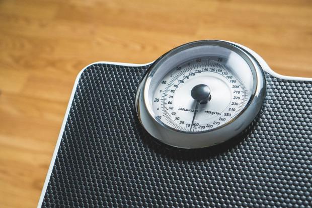 Farmaceuci: pomijanie roli aptek w walce z otyłością to błąd