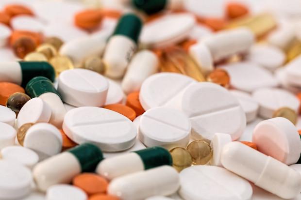 Kiedy tabletki można podzielić? Ekspert odpowiada