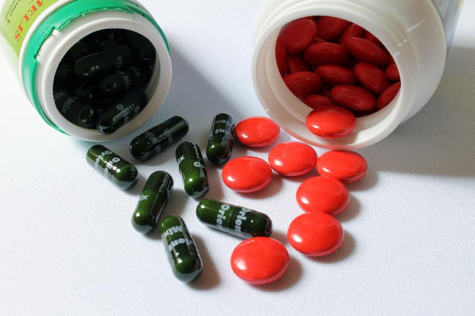 NFZ: zażywanie wielu leków jednocześnie zwiększa ryzyko groźnych powikłań