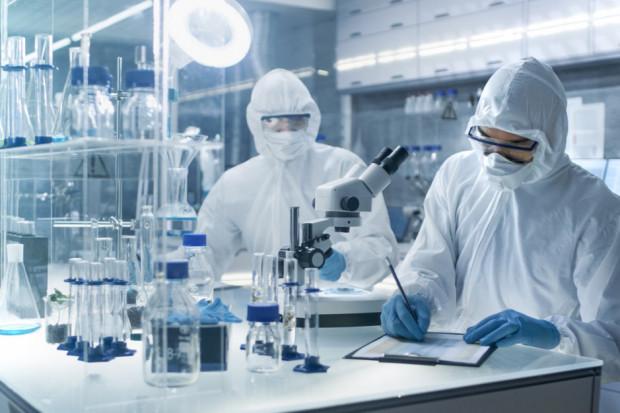 Eksperci: szczepionka przeciwko COVID-19 nie w tym roku