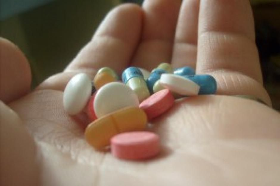 NFZ: dopuszczalne jest dostarczanie leków przez szpital do domu pacjenta
