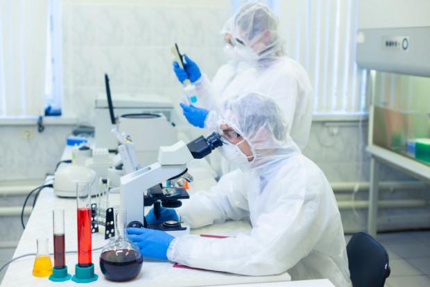 COVID-19: kolejna firma chce wprowadzić nowy lek do badań klinicznych