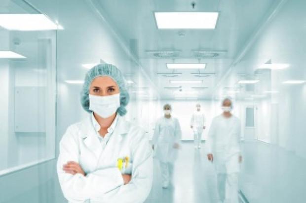 Naukowcy przekonują: sterylizacja radiacyjna maseczek jest szybka i tania