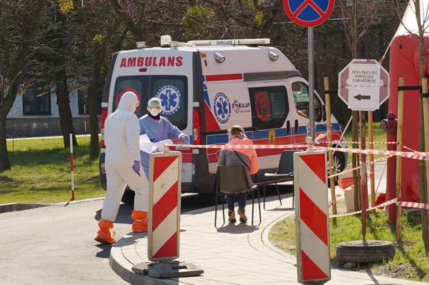 MZ: 1629 osób w szpitalach, 77 pod respiratorami