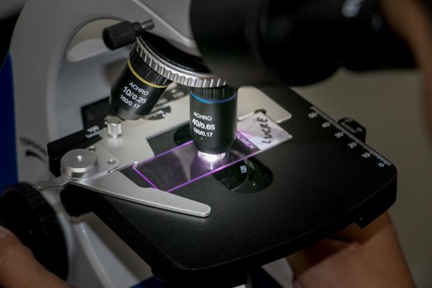 Badanie: nowy szczep koronawirusa znacznie bardziej zakaźny