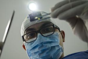 Niewydolny system sięga po kolejnych fachowców medycznych. Z fotela dentysty do lekarza POZ?