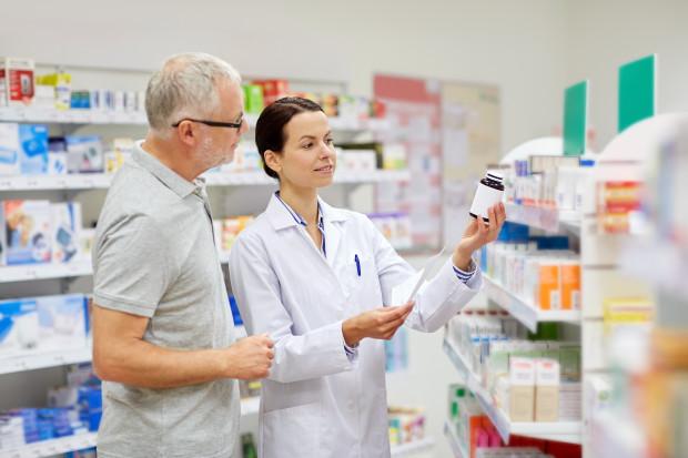 Farmaceuci: reklamowane preparaty nie chronią przed koronawirusem