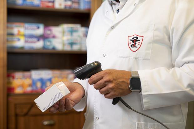 Posłowie zgłaszają swoje wątpliwości co do obowiązku weryfikacji autentyczności leków