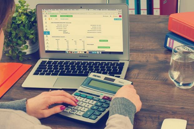 Objaśnienia podatkowe. Chodzi o paragony uznane za faktury uproszczone