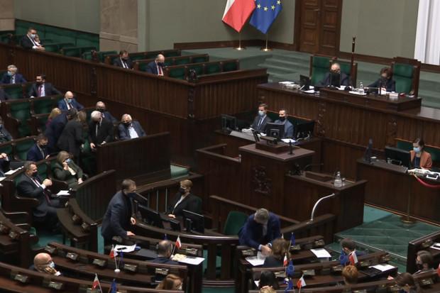 Sejm: kluby zdecydowały czy inne zawody medyczne mogą kwalifikować do szczepień
