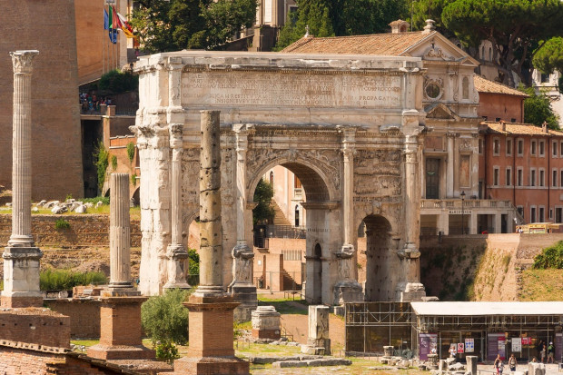 Rzymski łuk triumfalny zostanie oczyszczony bakteriami