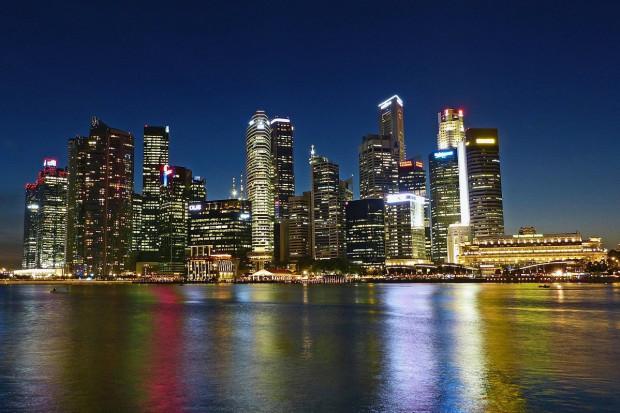 Singapur: lista priorytetów do szczepień: medycy, seniorzy, listonosze, bankowcy