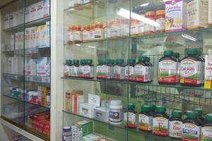 Mniej aptek, więcej farmaceutów. Zawód nadal jest popularny?