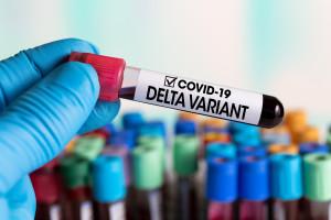 Koronawirus Delta już w 124 krajach, atakuje głównie niezaszczepionych